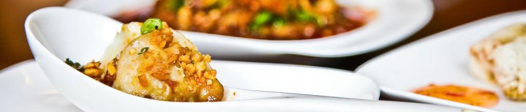Peking Teigtaschen mit Garnelen, Hackfleisch und Schnittlauch gekocht