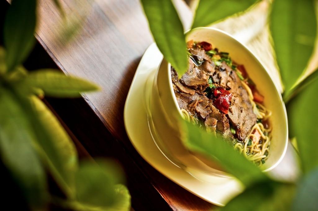 Chinesische Nudelsuppe im Restaurant Peking Ente Berlin